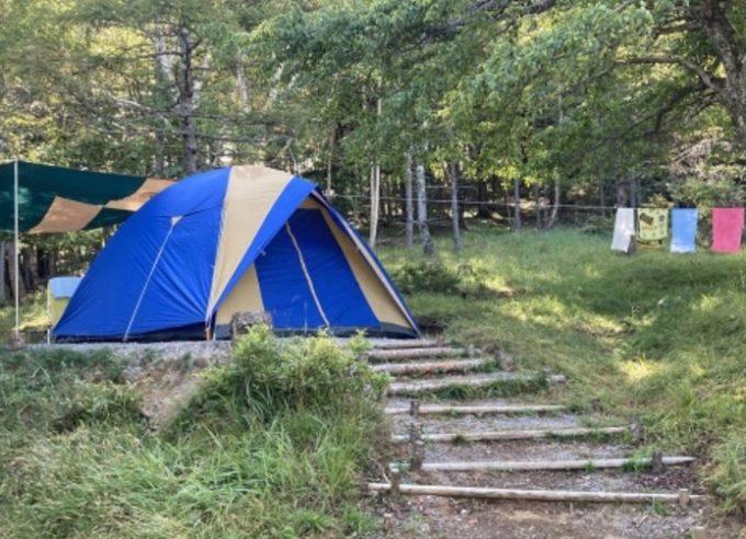 キャンプで洗濯物を干す